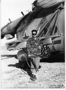 Анатолий Лебедь у винтокрылой машины. Афганистан.