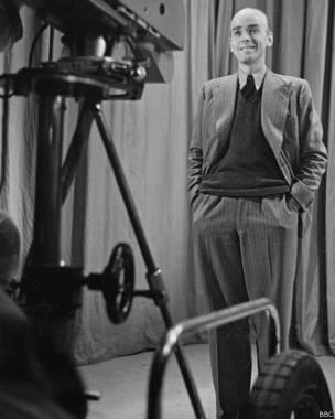 До войны Белфрадж был популярным в Британии кинокритиком