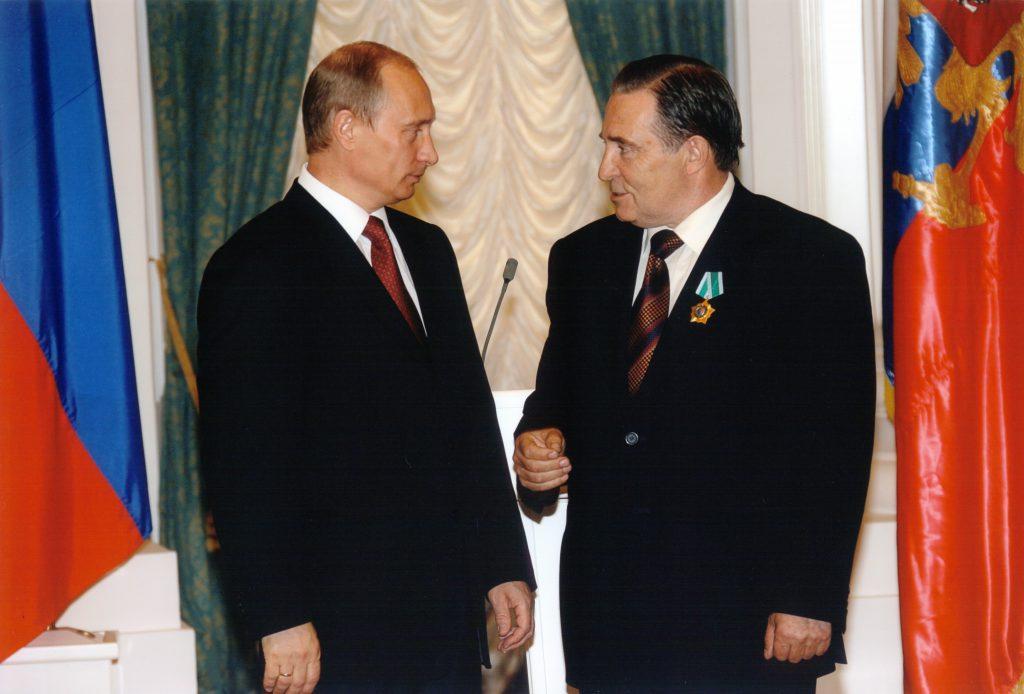 Пути-Гуров-Орден-Дружбы-2006