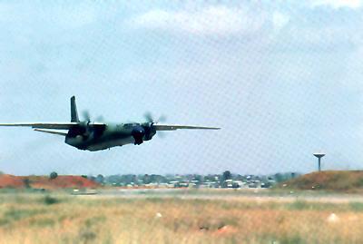 Ан-26 ВВС Анголы взлетает из Луанды. Курс - на Менонге, 1980 г.