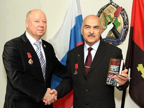 Камиль Моллаев и Сергей Коломнин встретились спустя 32 года  в Резиденции Союза ветеранов Анголы в Москве. Январь 2012 г.