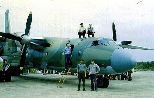 Точно на таком же самолете Ан-26 советского производства с опознавательными знаками ВВС Народной Республики Ангола летал Камиль Моллаев.